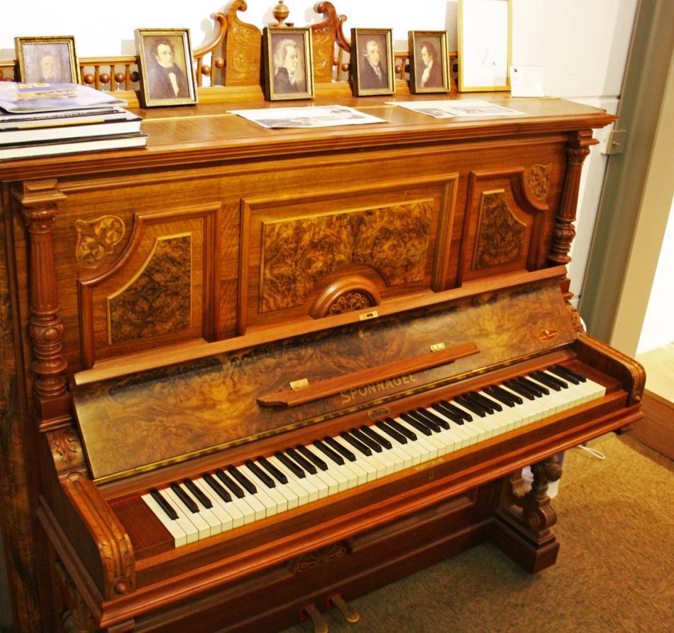 klavier sponnagel kaufen pianova. Black Bedroom Furniture Sets. Home Design Ideas