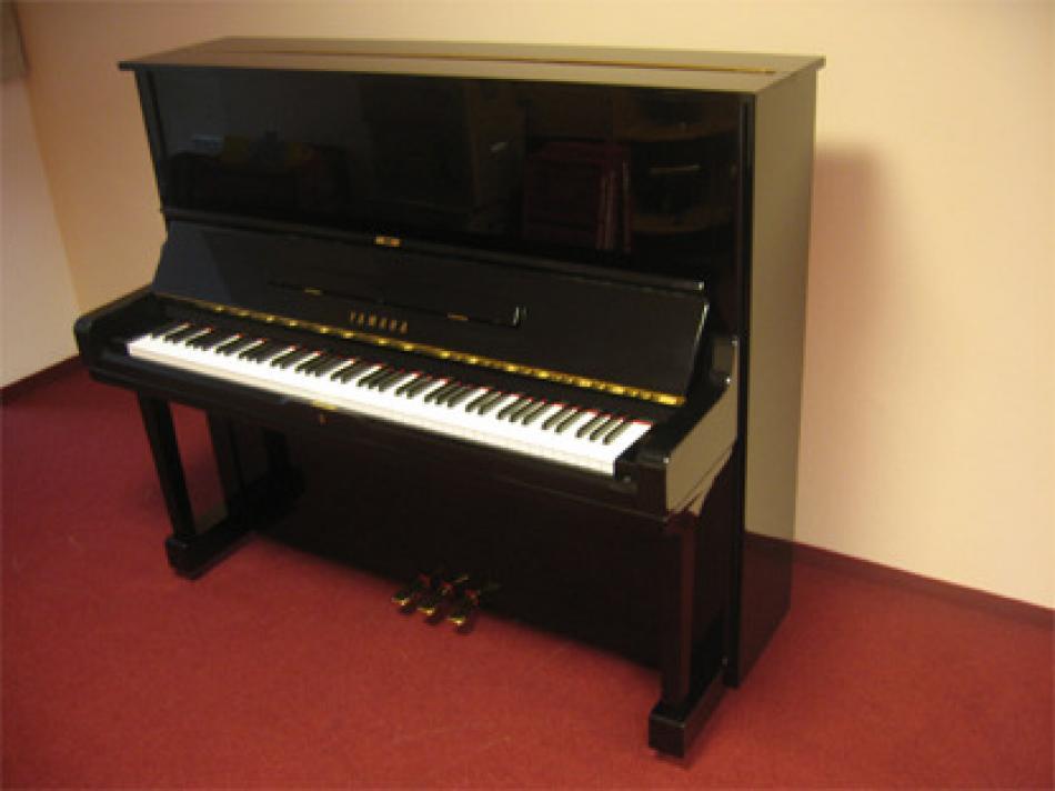 klavier yamaha u3 kaufen gebrauchtes yamaha u3 mit neuer oberfl che pianova. Black Bedroom Furniture Sets. Home Design Ideas