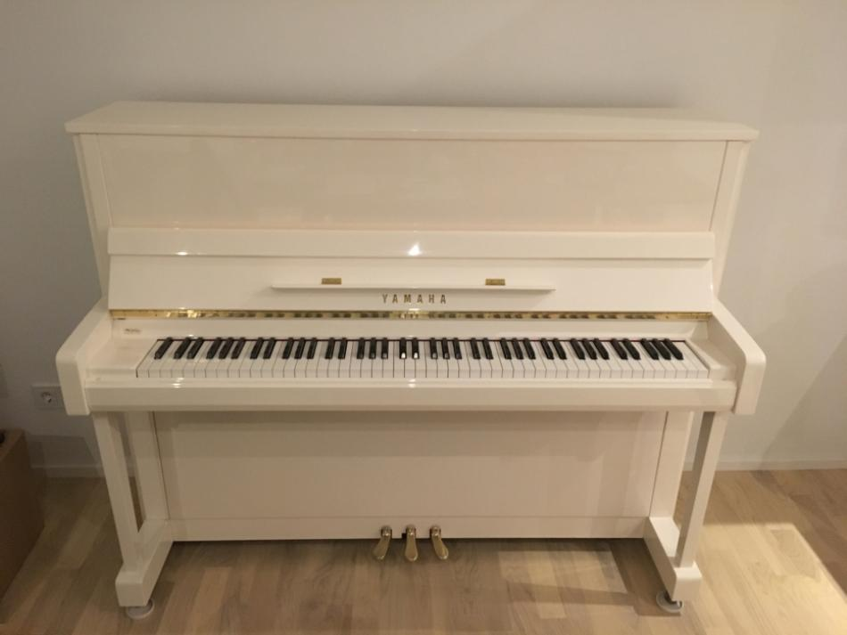 klavier yamaha kaufen yamaha b3 pwh wei aktueller. Black Bedroom Furniture Sets. Home Design Ideas