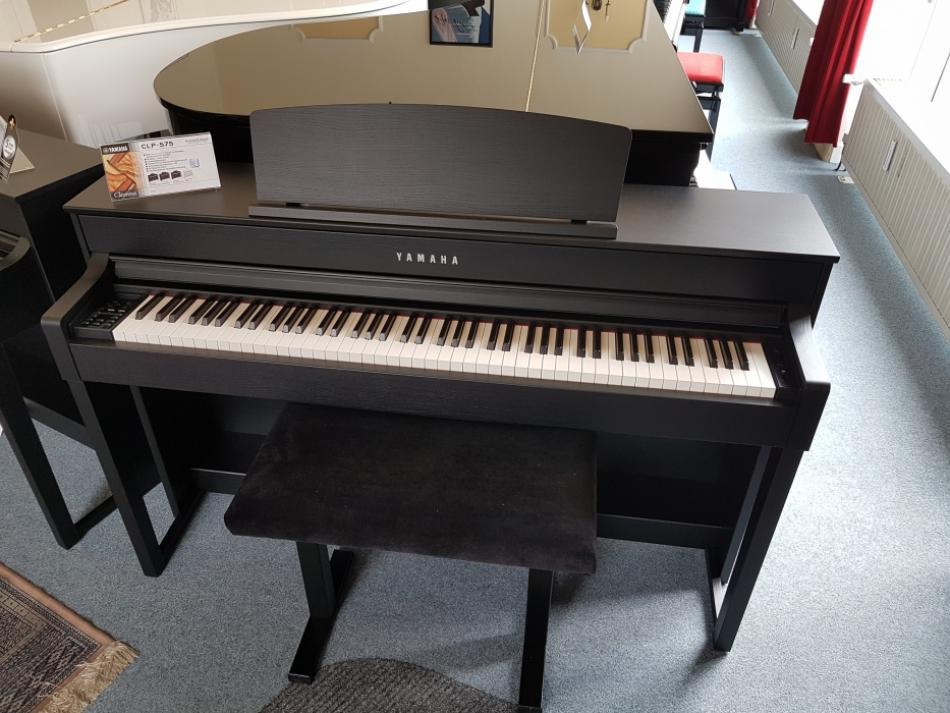 piano droit digitale yamaha clp 575 acheter pianova. Black Bedroom Furniture Sets. Home Design Ideas