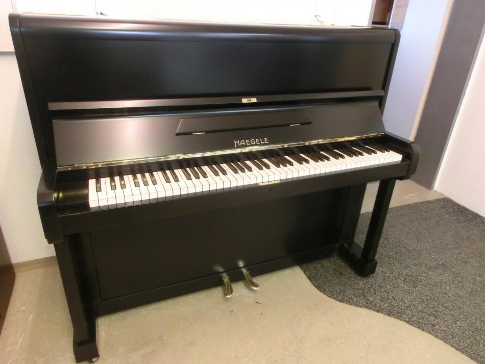 klavier haegele kaufen haegele klavier mod 118 schwarz seidenmatt pianova. Black Bedroom Furniture Sets. Home Design Ideas