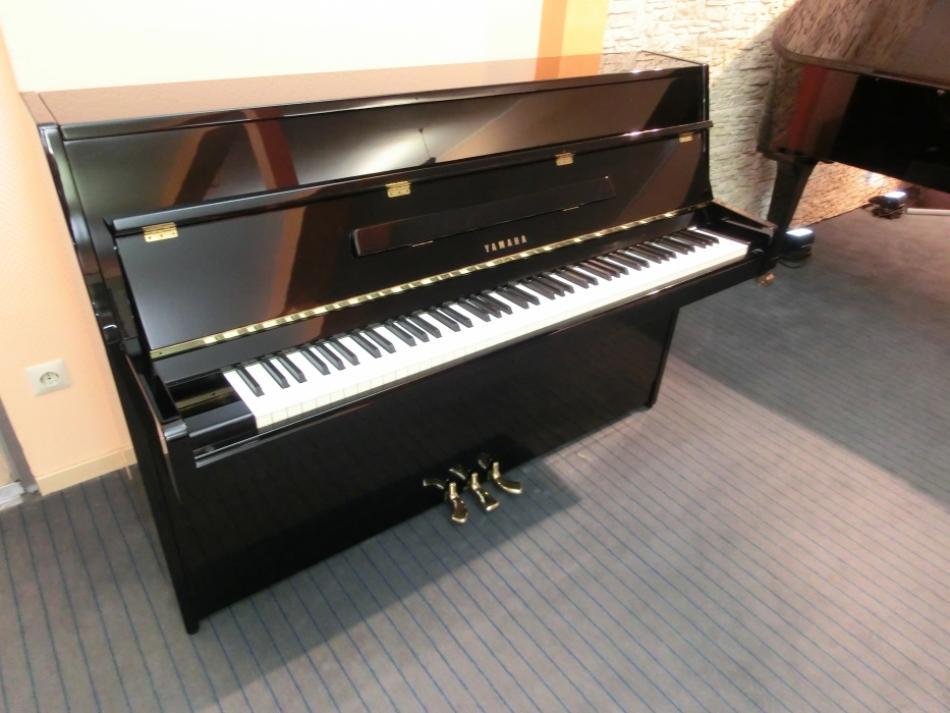 klavier yamaha m5j kaufen yamaha klavier schwarz poliert gerbraucht verkauft pianova. Black Bedroom Furniture Sets. Home Design Ideas