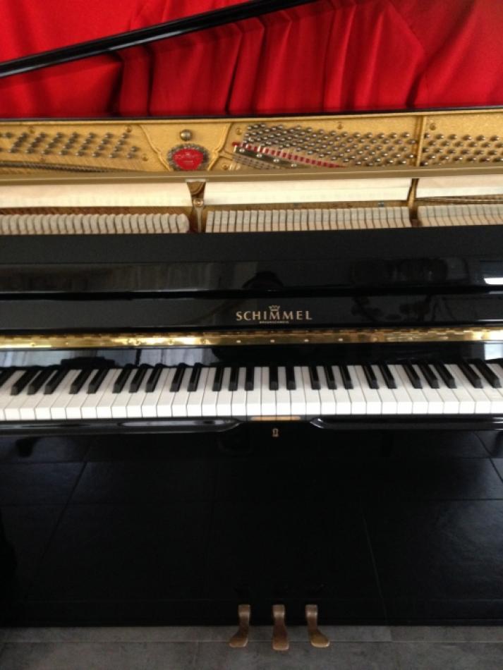 klavier schimmel kaufen schimmel modell 118t baujahr 1984 schwarz poliert pianova. Black Bedroom Furniture Sets. Home Design Ideas