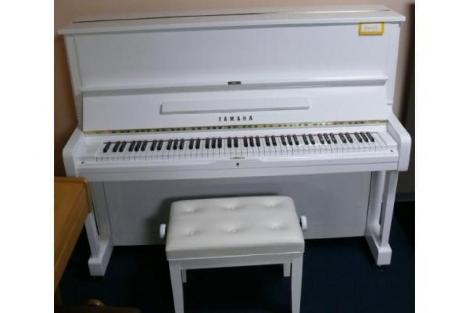 klavier yamaha u1h kaufen yamaha u 1 h klavier wei. Black Bedroom Furniture Sets. Home Design Ideas