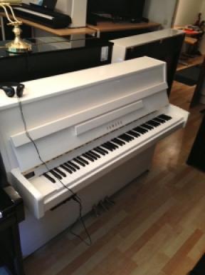 klavier yamaha b1 kaufen yamaha b1 silent wei. Black Bedroom Furniture Sets. Home Design Ideas